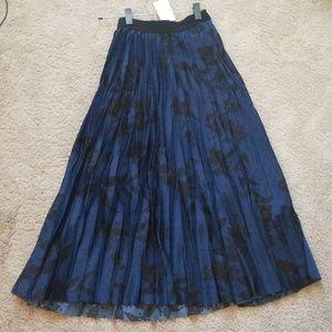 NEW W/TAG H&M Pleated Midi skirt size 4